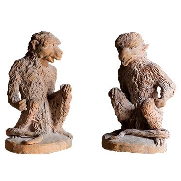 REF : TER C1 SET OF 2 TERRA COTTA MONKEYS (RIGHT AND LEFT)